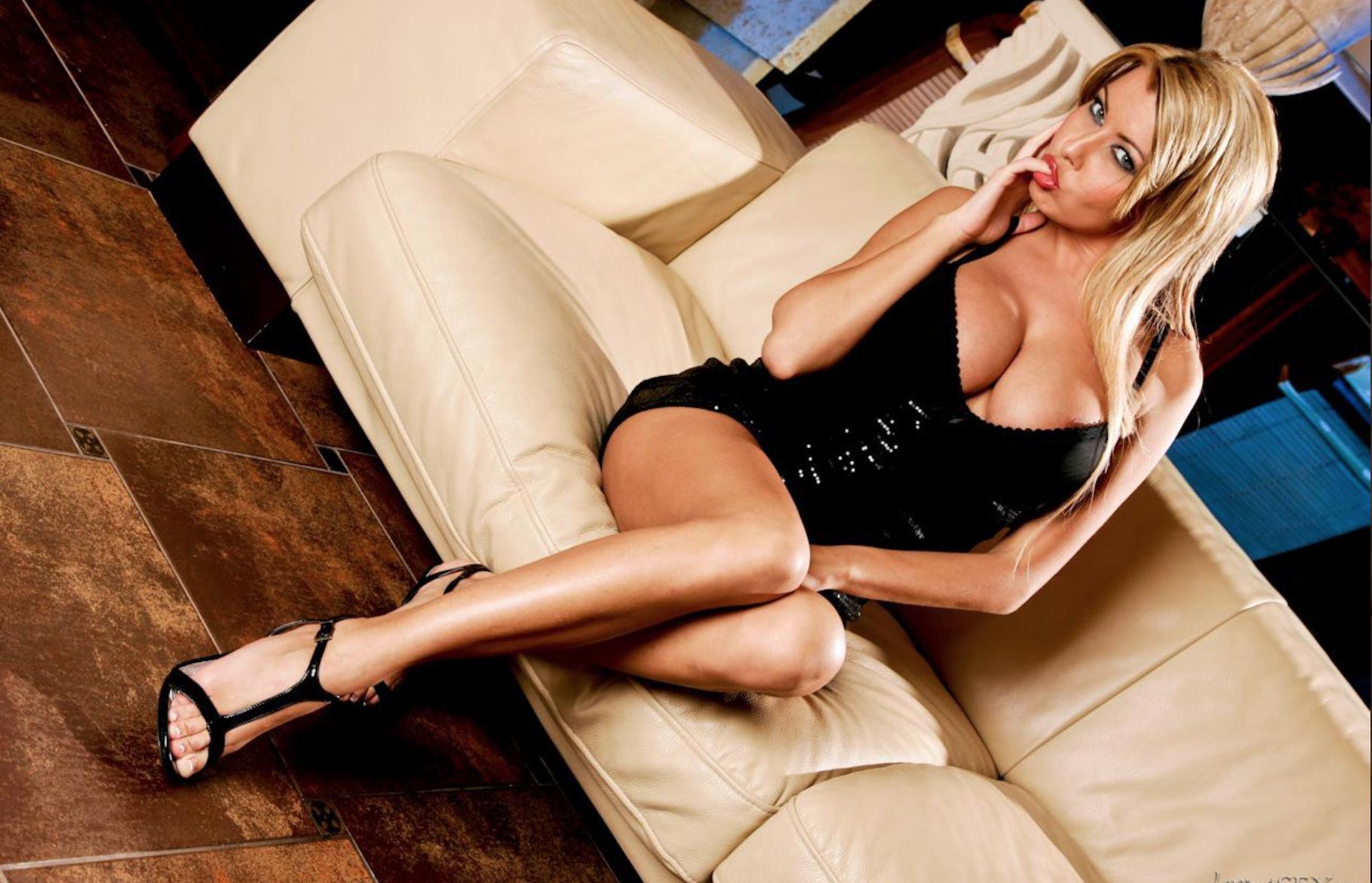 Nikky Blond Pornostar
