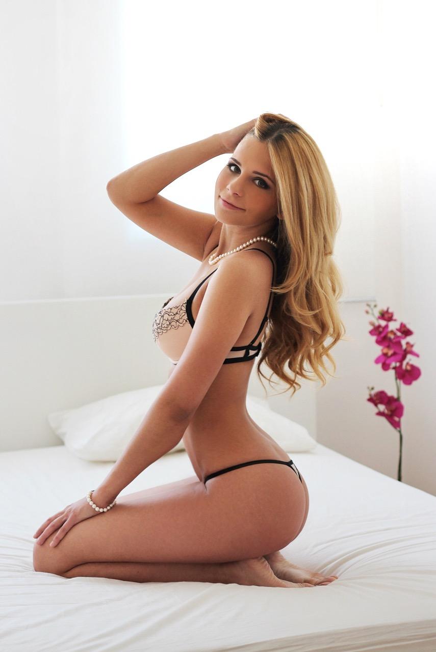 Maya Erotikmodel