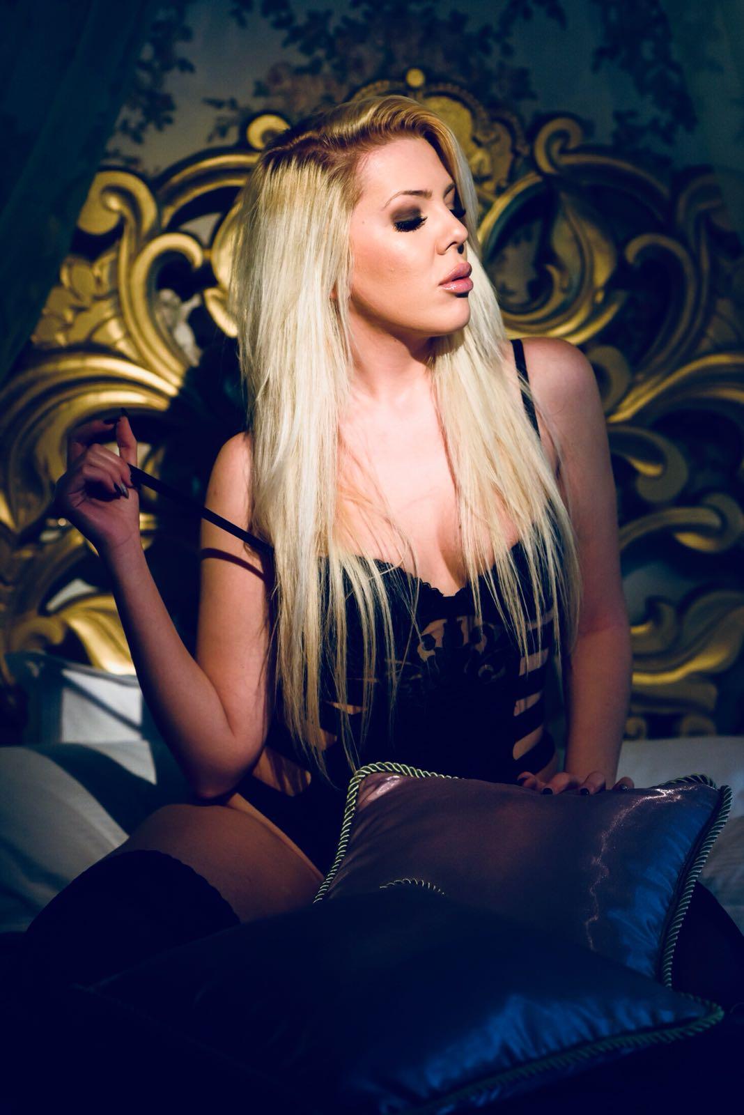 Amina Blond